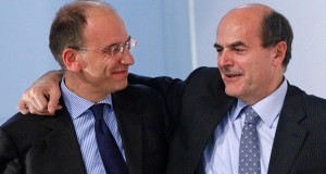Pier Luigi Bersani (D) con  Enrico Letta durante l'assemblea del Pd il   7 novembre 2009 alla fiera di Roma. ANSA / ALESSANDRO DI MEO